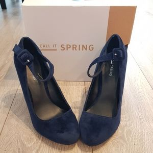 Call it spring women's blue Velvet liggio heels, shoes, winter and fall. Size 9